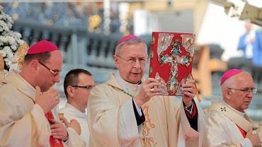 Arcybiskup chce lekcji religii dla dorosłych
