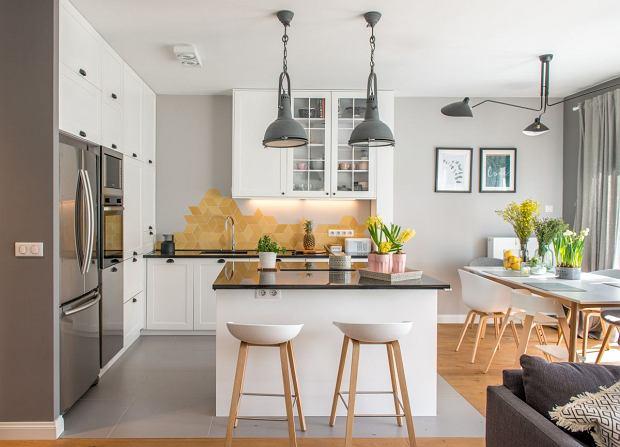 Dwupoziomowe mieszkanie w pastelowych kolorach