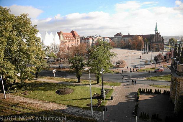 Panorama z placem Solidarności, filharmonią i Centrum Dialogu Przełomy