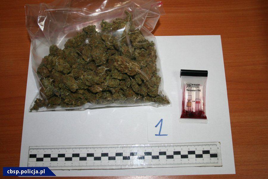 Policja zabezpieczyła 30 kg narkotyków i zatrzymała 22 osoby z grupy 'Trapeza' działającej na terenie Warszawy.