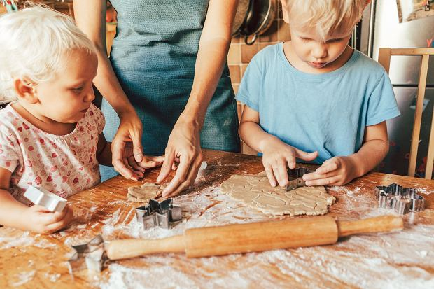 Jak zaangażować dzieci w świąteczne przygotowania? Ważne jest zaspokajanie ich potrzeb