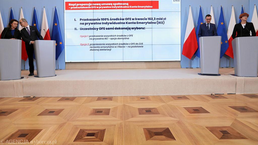LKonferencja prasowa premiera w Warszawie w sprawie przeksztalcenia OFE w IKE