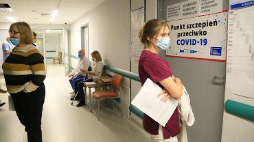 Pięć scenariuszy rozwoju pandemii w Polsce w 2021 roku. Pozytywny jest... jeden