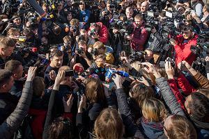 Wołodymyr Zełenski zwyciężył w pierwszej turze wyborów prezydenckich na Ukrainie. W drugiej zmierzy się z Poroszenką