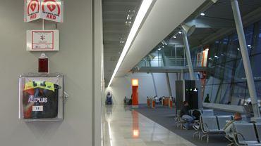 Defibrylator na lotnisku Chopina na Okęciu