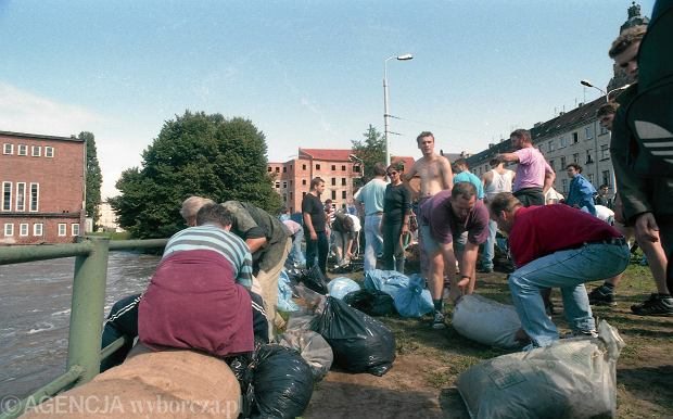 Zdjęcie numer 32 w galerii - 17 lat temu Odra zalała Wrocław. Tak wyglądało miasto [FOTO]