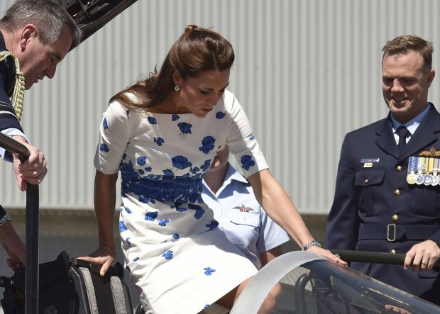 Catherine, the Duchess of Cambridge (C), climbs into the cockpit of a RAAF Super Hornet of 1 Squadron assisted by Chief of Air Force, Air Marshall Geoff Brown (R) and Commanding Officer of Number 1 Squadron, Wing Commander Stephen Chappell (R), at RAAF Base Amberley, near Brisbane, April 19, 2014. Britain's Prince William and his wife Catherine are undertaking a 19-day official visit to New Zealand and Australia with their son George.  REUTERS/William West/Pool  (AUSTRALIA - Tags: ROYALS POLITICS ENTERTAINMENT MILITARY)