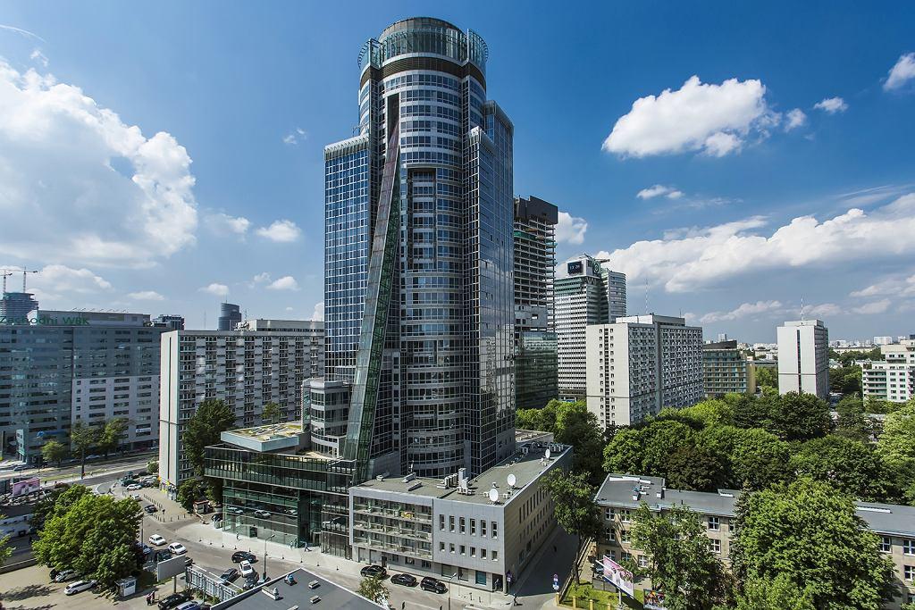 Biurowiec Spektrum Tower zmienił właściciela. Dawna siedziba koncernu Telekomunikacja Polska jest teraz biurowcem na wynajem.