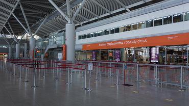 Pasażerowie przylatujący do Warszawy ze strefy Schengen z możliwością zwolnienia z kwarantanny