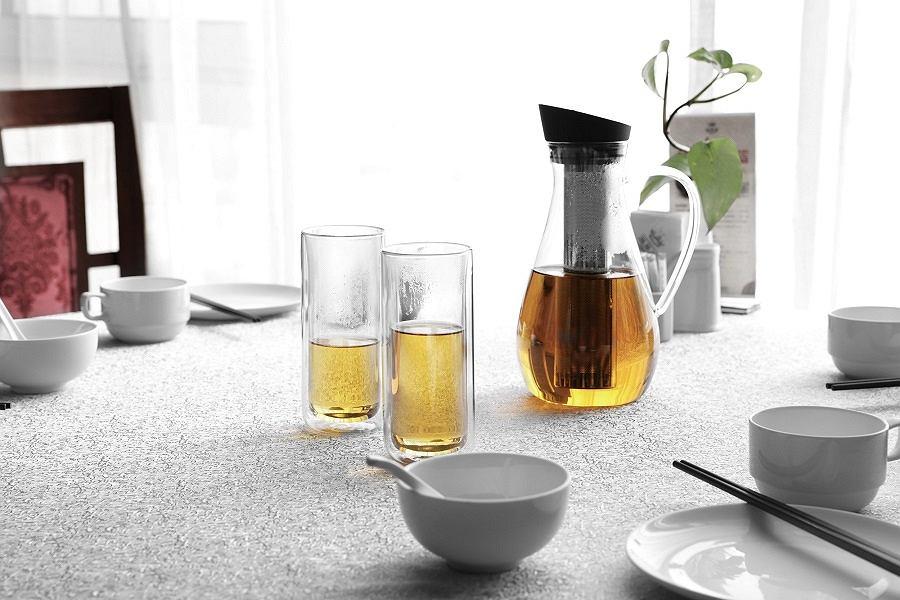 Karafka do zaparzania herbaty.