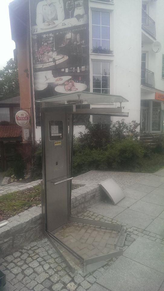 Zdjęcie numer 3 w galerii - Uratował ostatnią budkę telefoniczną w mieście. Będzie atrakcją?