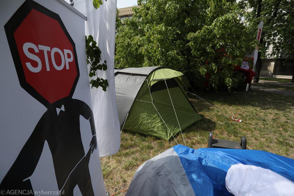 Protest w miasteczku namiotowym pracowników sądownictwa pod Ministerstwem Sprawiedliwości