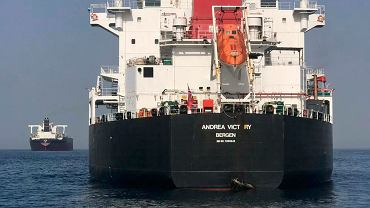 Zniszczenia na rufie tankowca 'Andrea Victory' pływający pod bandera norweską zaatakowanego w Zatoce Perskiej