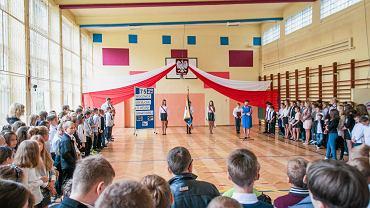 Uroczystość rozpoczęcia roku szkolnego w jednej z krakowskich szkół podstawowych