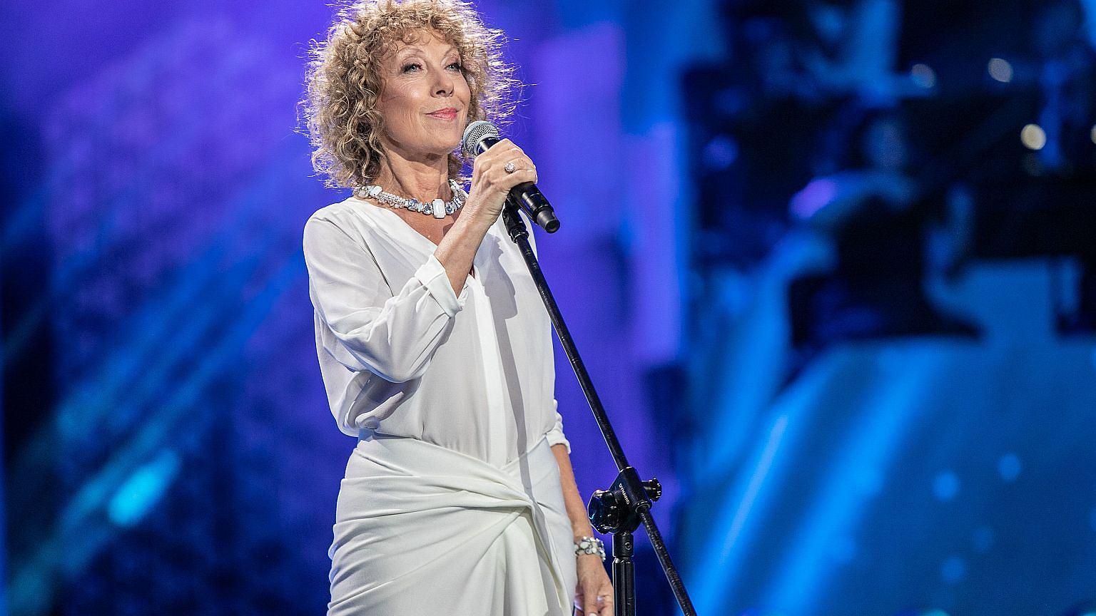 Alicja Majewska podczas koncertu w Opolu