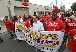 Czy pracownicy McDonald's są pracownikami McDonald's? Spór trwa i eskaluje