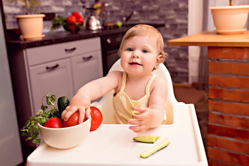 Co może jeść 10-miesięczne dziecko? - ABC menu niemowlaka. Zdjęcie ilustracyjne