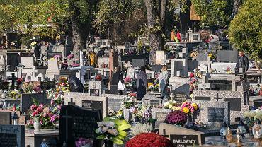 Wielka Sobota i Wielkanoc. Czy można iść na cmentarz?
