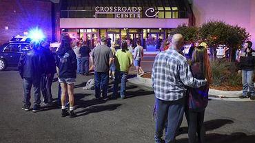 Atak nożownika w centrum handlowym w Minnesocie