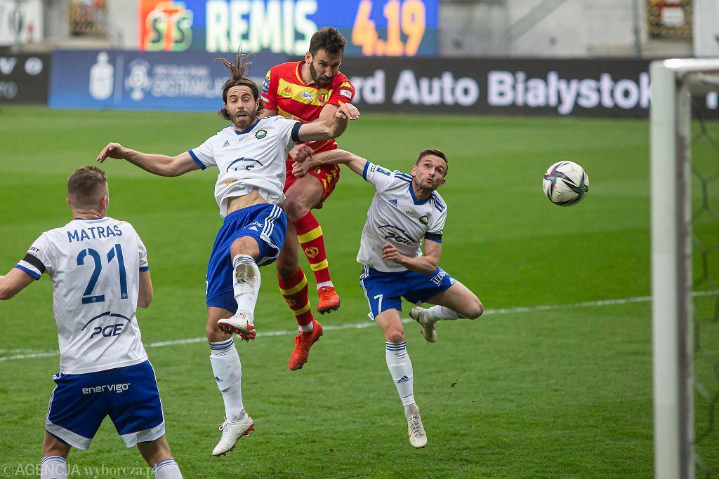 W środę (21 kwietnia) Jagiellonia Białystok po niezłym spotkaniu na własnym stadionie zremisowała ze Stalą Mielec 3:3