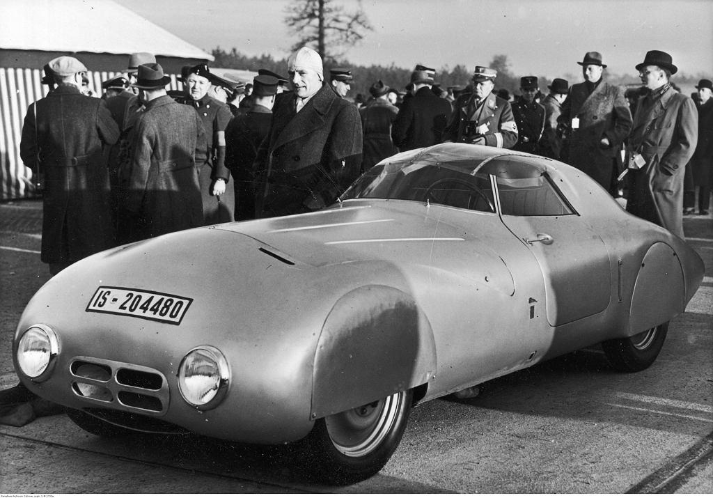 Pobicie rekordu szybkości w jeździe samochodem z silnikiem diesla na autostradzie koło Dessau Hanomag Diesel 1939