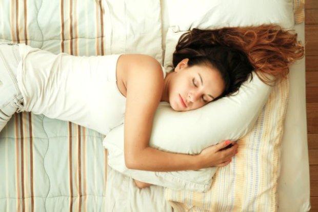 Spanie na lewej stronie ma pozytywny wpływ na twój organizm