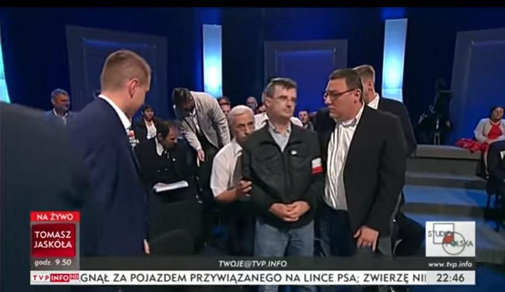 Awantura w TVP Info. Zwolennik Adama Słomki kopnął gościa 'Studio Polska'