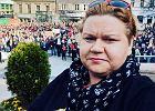 Polacy z krzyżami w dłoniach plują na kobiety przyjeżdżające dokonać aborcji