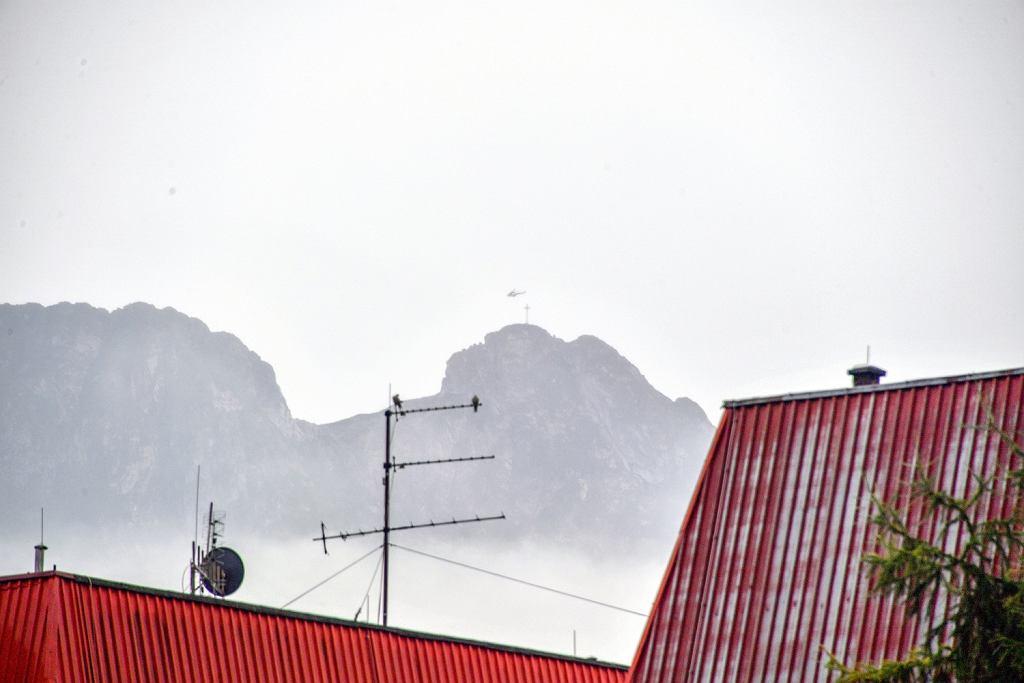 Giewont w chmurach po przejściu gwałtownej burzy.