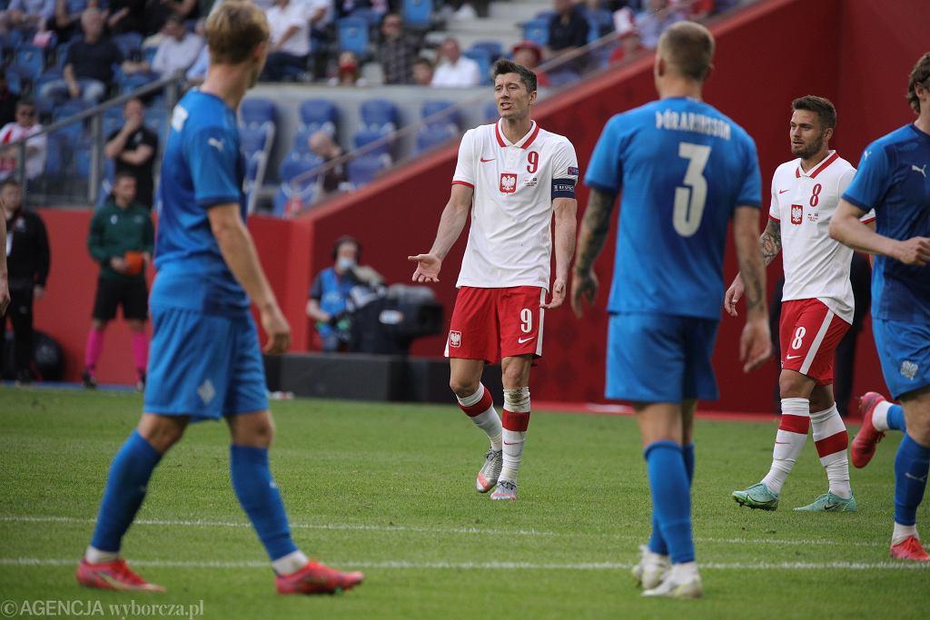 Robert Lewandowski podczas meczu towarzyskiego Polska - Islandia. Poznań, 8 czerwca 2021