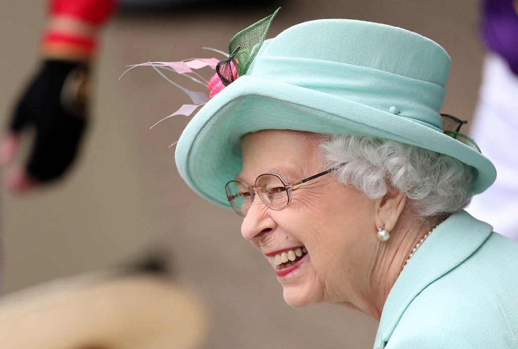 Królowa Elżbieta na wyścigach konnych