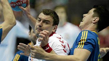 Polscy piłkarze ręczni w meczu eliminacji mistrzostw Europy pokonali w obecności 10 tys. widzów w Ergo Arenie Szwecję 22:18.