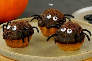 01c54cabb6079e Chrupiące nagrobki, słodkie pająki i apetyczne palce zombie. Przepisy na  przekąski w duchu Halloween