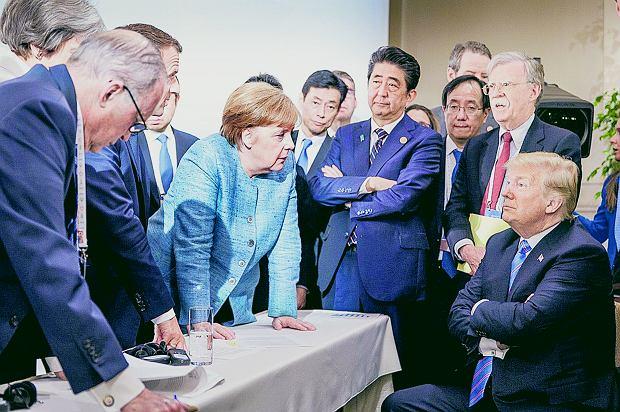 Antagoniści:  Angela Merkel i  Donald Trump podczas szczytu G7 w La Malbaie w prowincji Quebec . Kanada, 9 czerwca 2018.