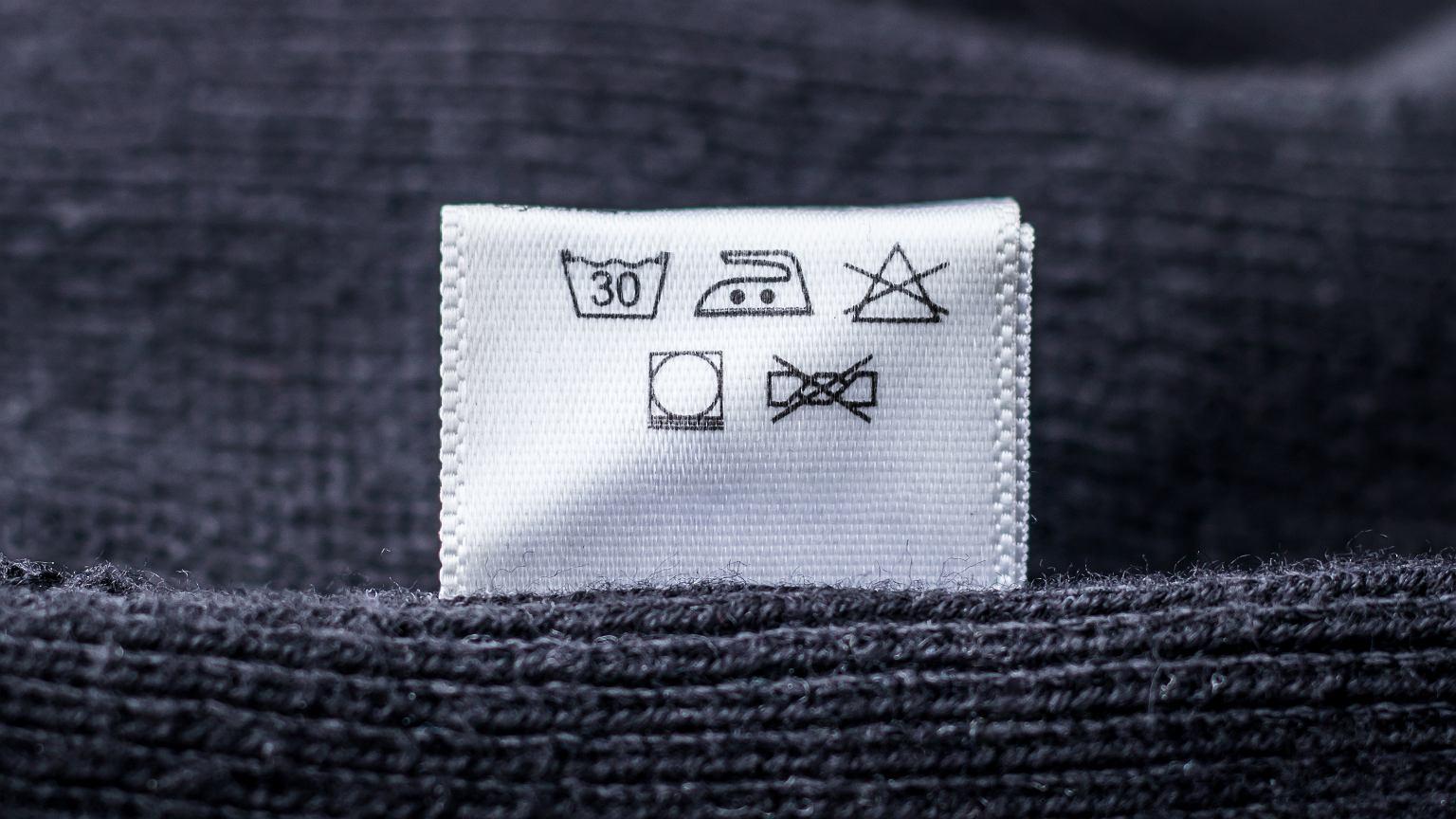 Co oznaczają symbole na metach?