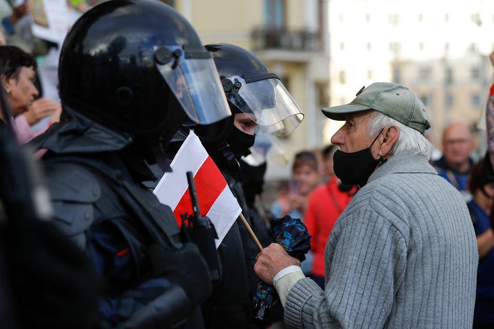 Białoruś i protesty. Uchrońcie kraj przed ekonomiczną tragedią - apelują ekonomiści z całego świata.
