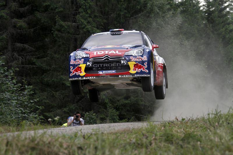 Sebastien Loeb naprawdę cieszy się z trzeciego w swej karierze zwycięstwa w Neste Oil Rally Finland