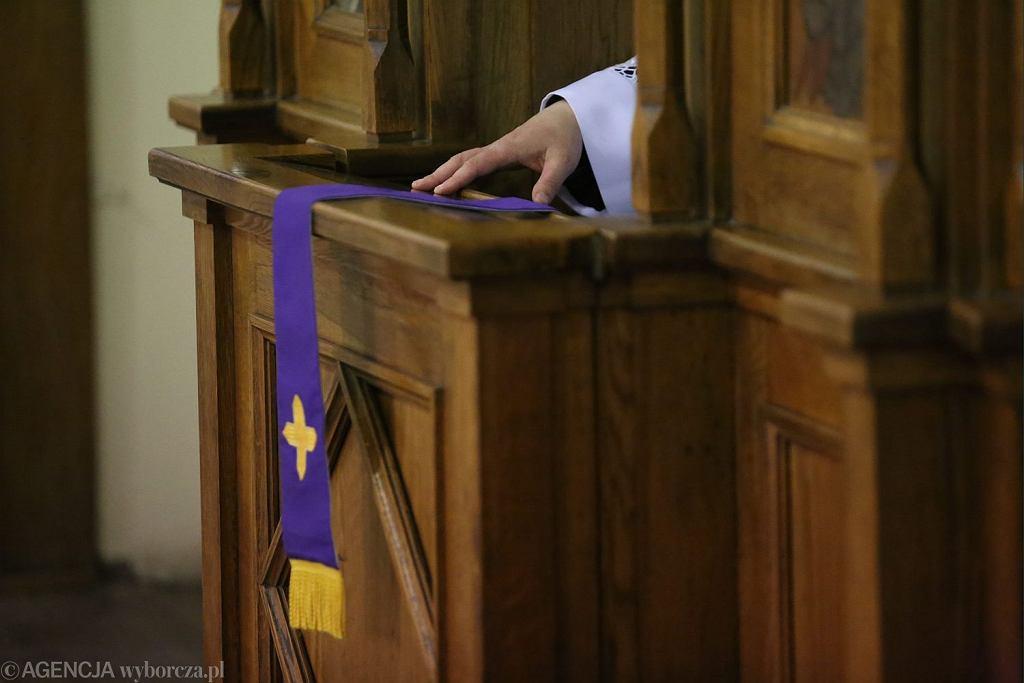 Pedofile w sutannach zdobywają zaufanie ofiar w konfesjonale