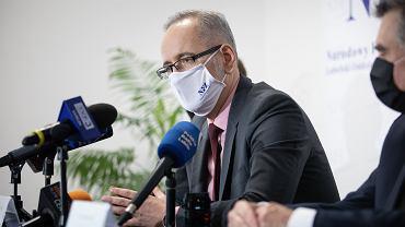 Obecny minister zdrowia w rządzie PiS - ówczesny prezes NFZ podczas konferencji prasowej. Lublin, 3 czerwca 2020