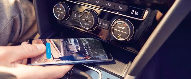 Samochód naszpikowany technologiami nie musi być drogi. Dowód? Nowy Passat