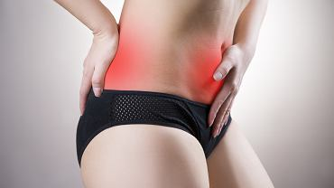 Rak szyjki macicy może latami rozwijać się nie dając żadnych objawów. U części kobiet pojawiają się jednak dyskomfort w dole brzucha i bóle w okolicy lędźwiowo-krzyżowej