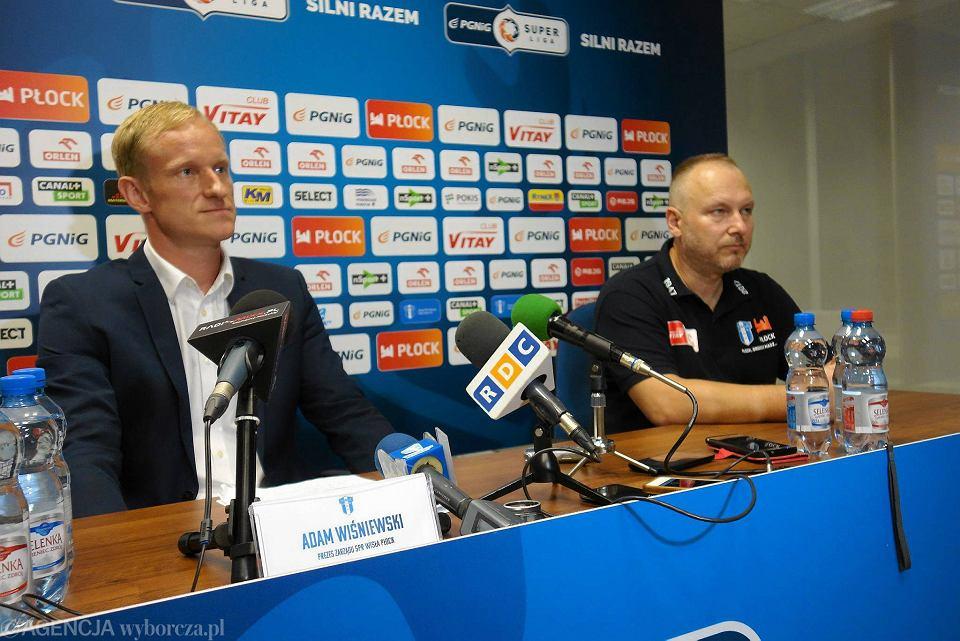 Prezes SPR Wisła Płock Adam Wiśniewski (z lewej)
