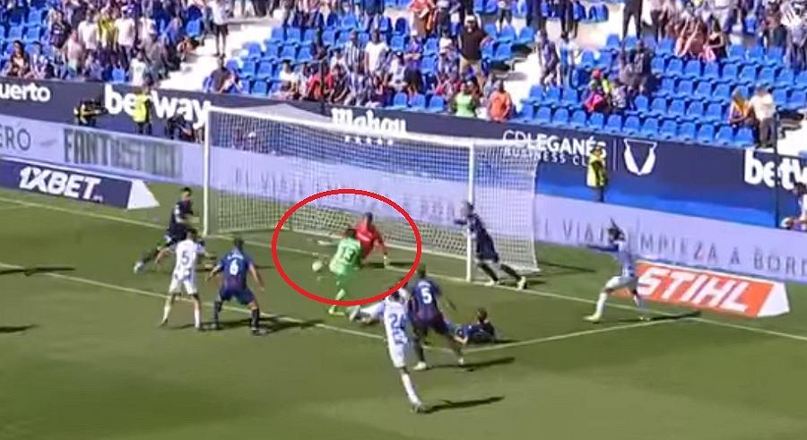 Niesamowita interwencja bramkarza Levante. Golkiper rywali mógł strzelić mu gola