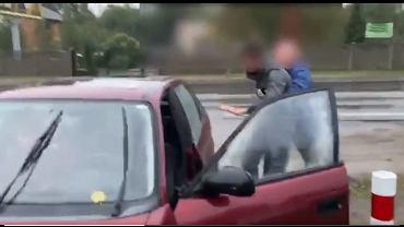 Kierowca zatrzymany przez sztab Dariusza Jońskiego, fot. Twitter.com - print screen