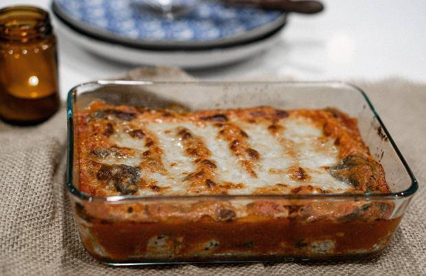Zapiekanka z cukinii - trzy przepisy na pożywny obiad z dodatkiem mięsa, kiełbasy lub ziemniaków