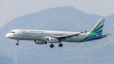 Wypadek na lotnisku w Kambodży. Pasażer na gapę wypadł z samolotu linii Lanmei Airlines