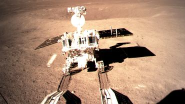 Chiński łazik Jadeitowy Królik 2 na odległej stronie Księżyca