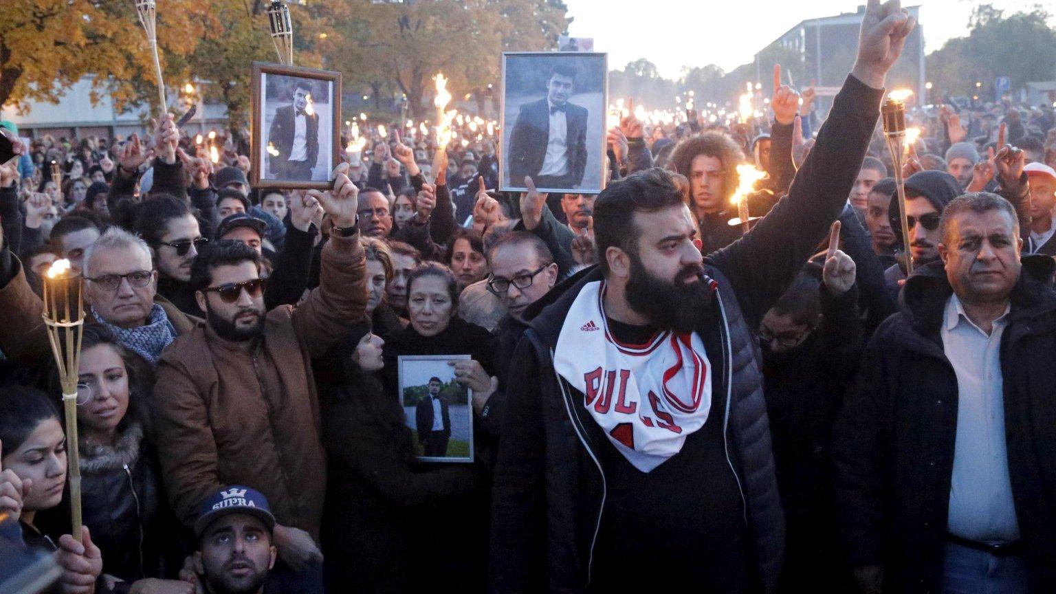 Demonstarcja po tragedii w szkole w Trollhättan w Szwecji, gdzie rasista zamordował dwie osoby, a wiele ranił.