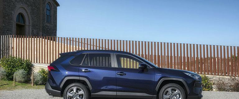 Wyraźnie ponad 800 tysięcy sprzedanych aut rocznie - tak sprzedaje się, Toyota RAV4, SUV nr 1 na świecie