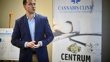 Zdrowie w Łodzi. - W medycznej marihuanie pacjenci widzą czasem jedyną szansę na złagodzenie swoich dolegliwości, które często uniemożliwiają im funkcjonowanie - mówi dr Jacek Orłowski, jeden z założycieli Centrum Medycyny Kopnej Cannabis Clinic.